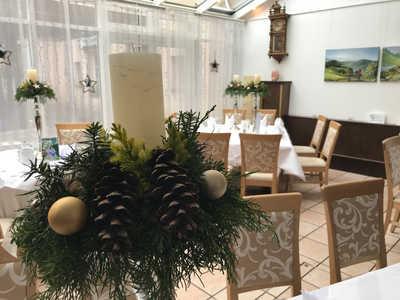 weihnachtlich dekoriertes Hotelrestaurant im Dreikönigshof