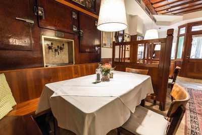 Zu Tisch in der Gaststube im Hotel Dreikönigshof