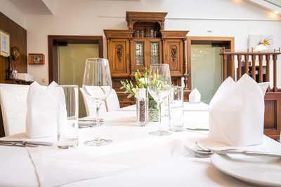 Tisch im Speisesaal Hotel Dreikönigshof