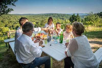 Familie Hopfeld beim gemeinsamen Essen