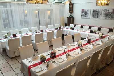 Hochzeitstafel im Trichterstueberl