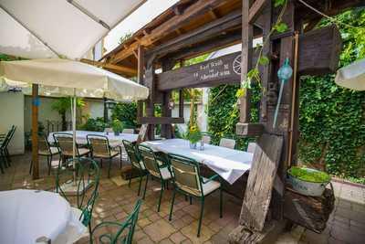 Dreikönigshof Familie Hopfeld Gastgarten Restaurant