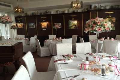 Hochzeitstische im Wintergarten des Hotel Hopfeld